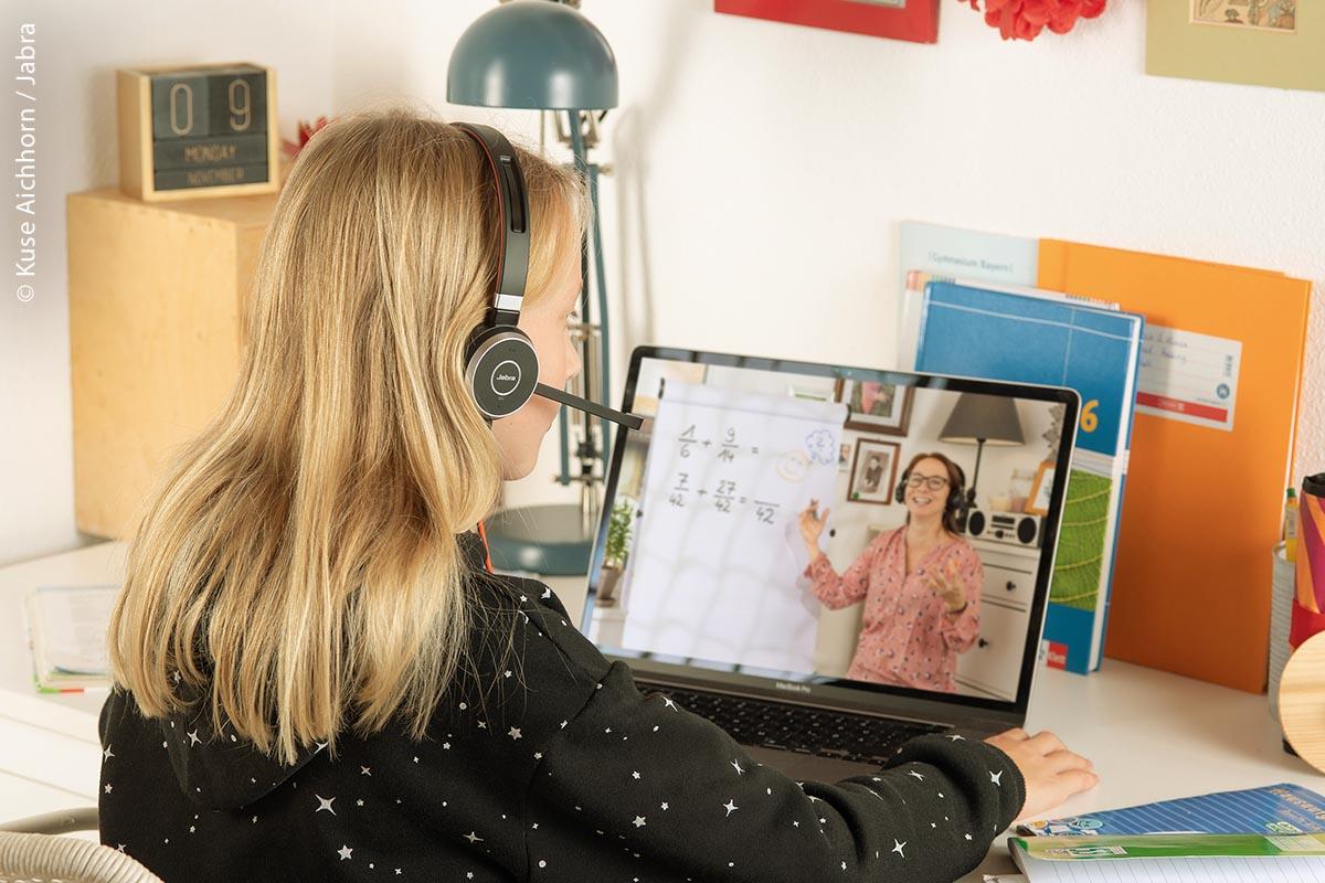 Distanzunterricht per Videokonferenz: Am anderen Ende können Schüler dem Unterricht von zu Hause aus folgen.