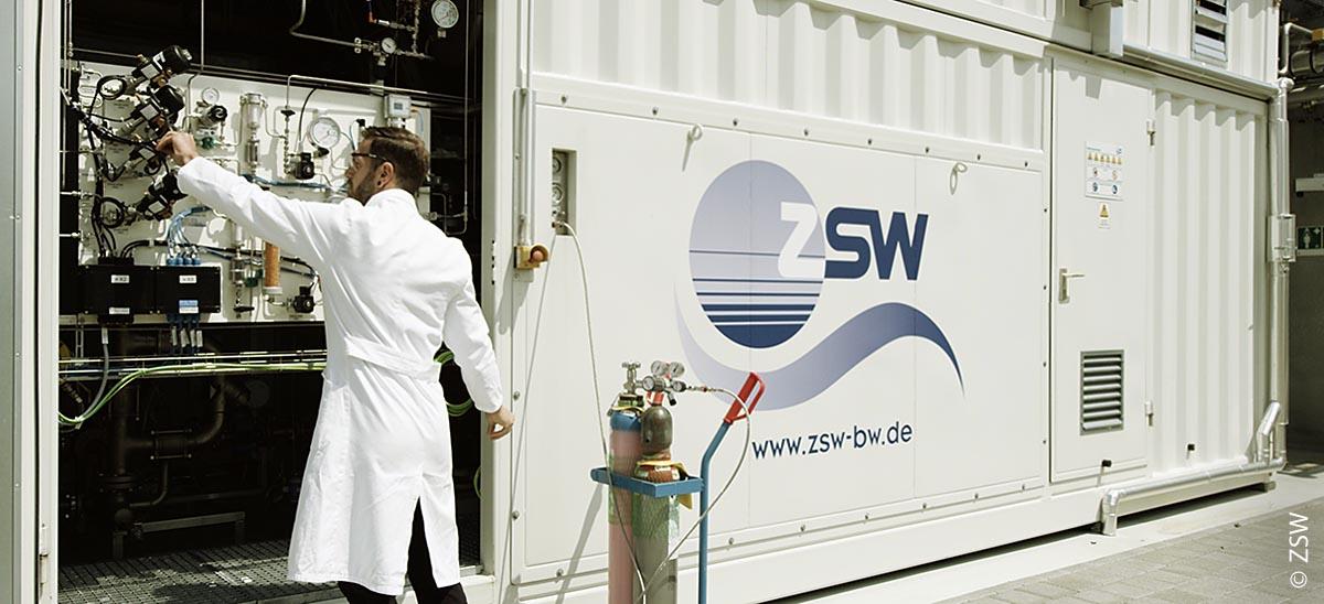 Die ZSW-Mitarbeiter sind regelmäßig vor Ort, um die Forschungsanlage zu überprüfen.
